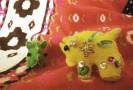 黄色い小サイはフェルトとビーズと刺繍で作りました。