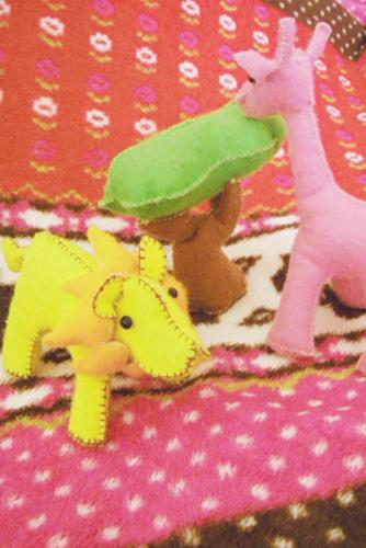 ライオンとキリンの人形